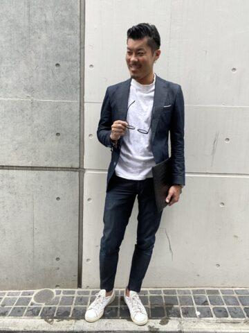 メンズ セットアップ×モックネックTシャツ コーデ